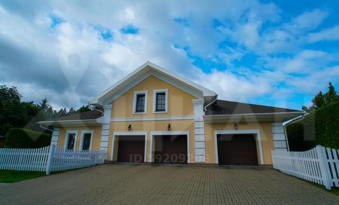 Дом 970 м<sup>2</sup> (34.6 сот.) в поселке Бенилюкс
