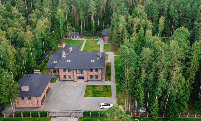 Дом 1 060 м<sup>2</sup> (100 сот.) в поселке Вымпел