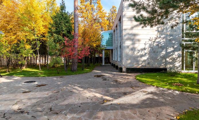 Дом 560 м<sup>2</sup> (30 сот.) в поселке Сосновый бор